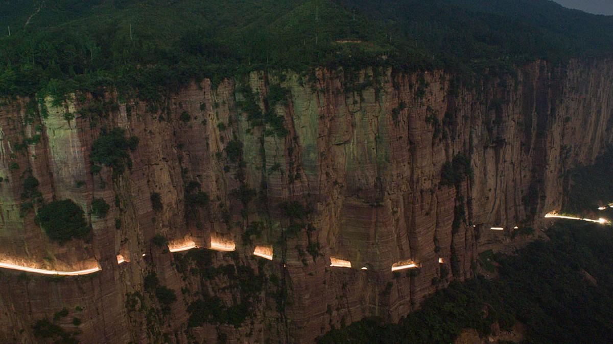 Guoliang tunnel - nejšílenější silnice světa