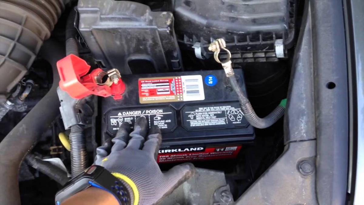 Jak nabít baterii auta bez kabelů