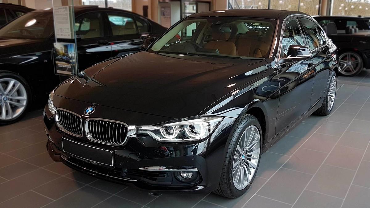 Luxusní auto BMW 320i