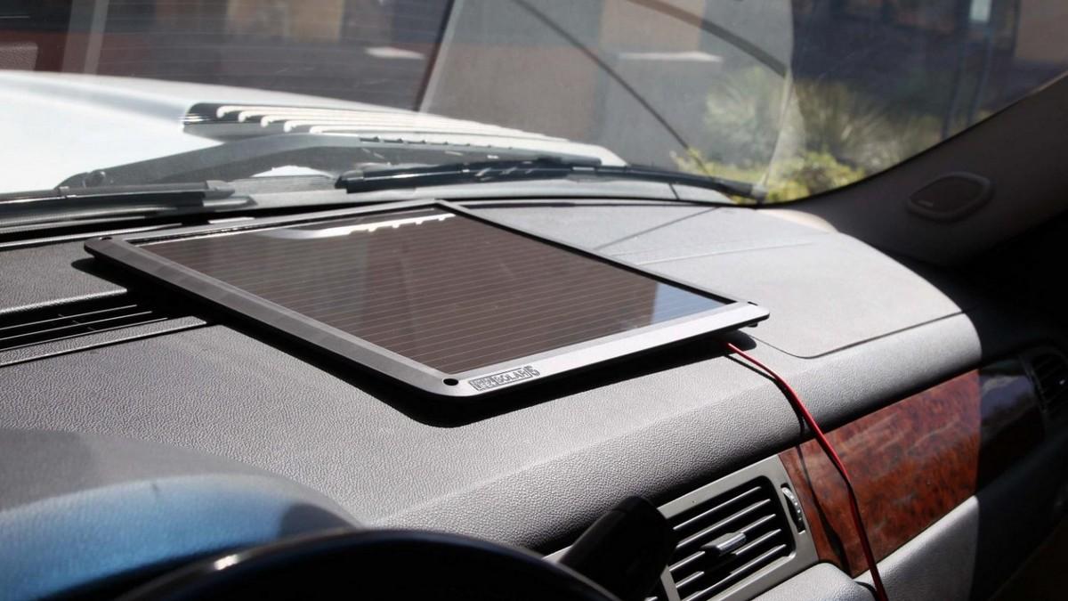 Solární nabíječka auto baterie