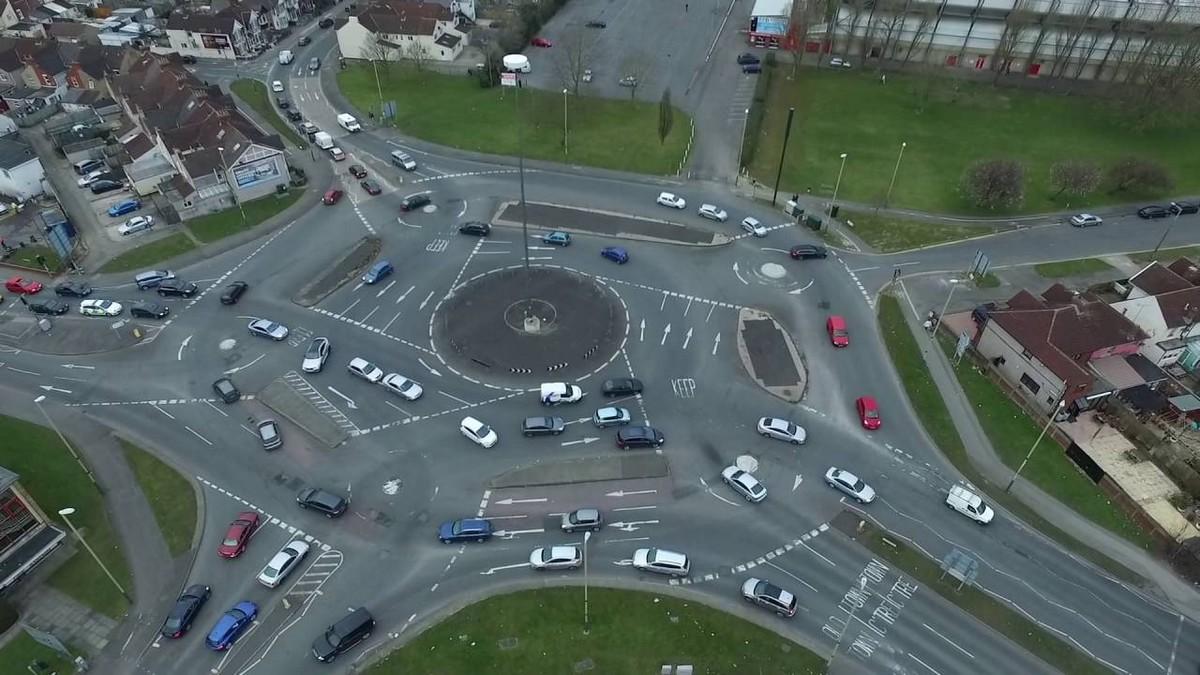 The Magic Roundabout - nejšílenější silnice světa