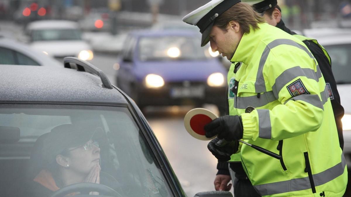 Policie - kontrola na silnici