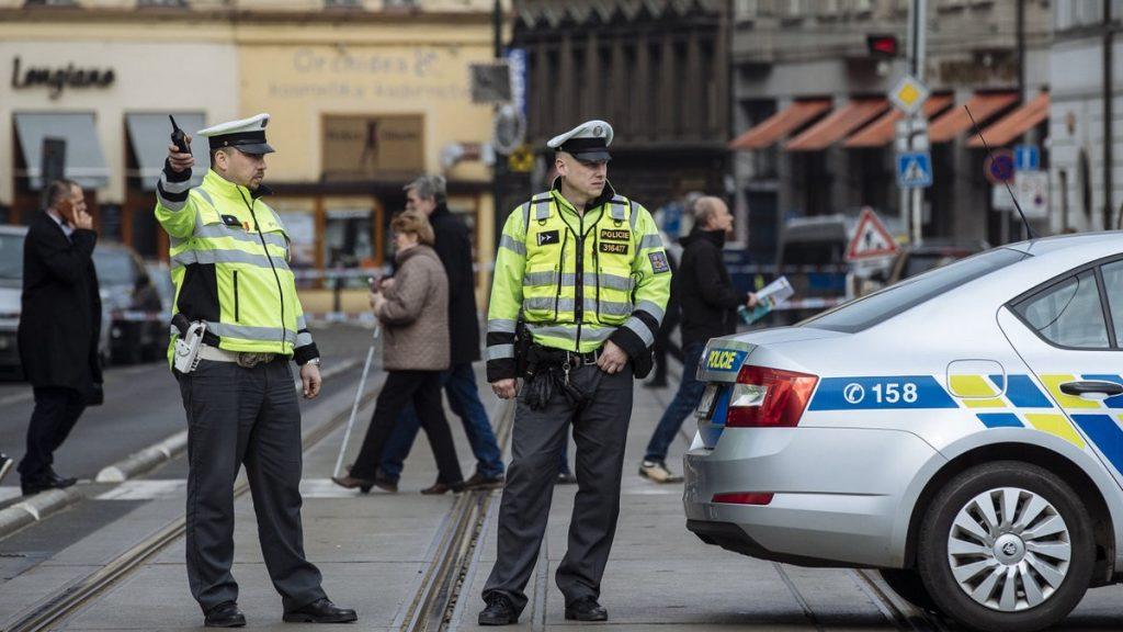 Policie České republiky zabavuje auto
