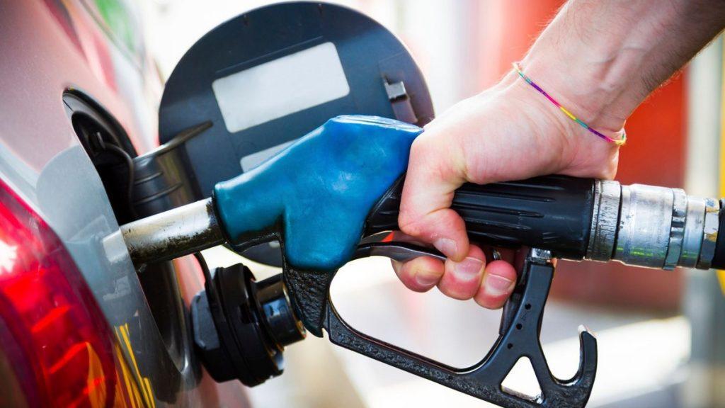 Benzín a nafta - kolik zaplatíme na daních